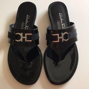 Ferragamo black patent leather flats/slippers 5.5